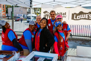 Lowe's team members volunteer on a Habitat Chicago block improvement project